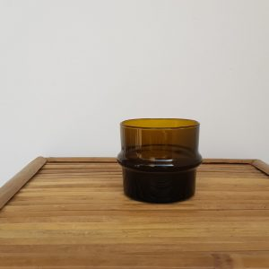 kessy-beldi-teelichthalter-photophore-aus-recyceltem-glas-braun.jpg