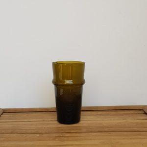 kessy-beldi-trinkglas-aus-recyceltem-glas-braun.jpg